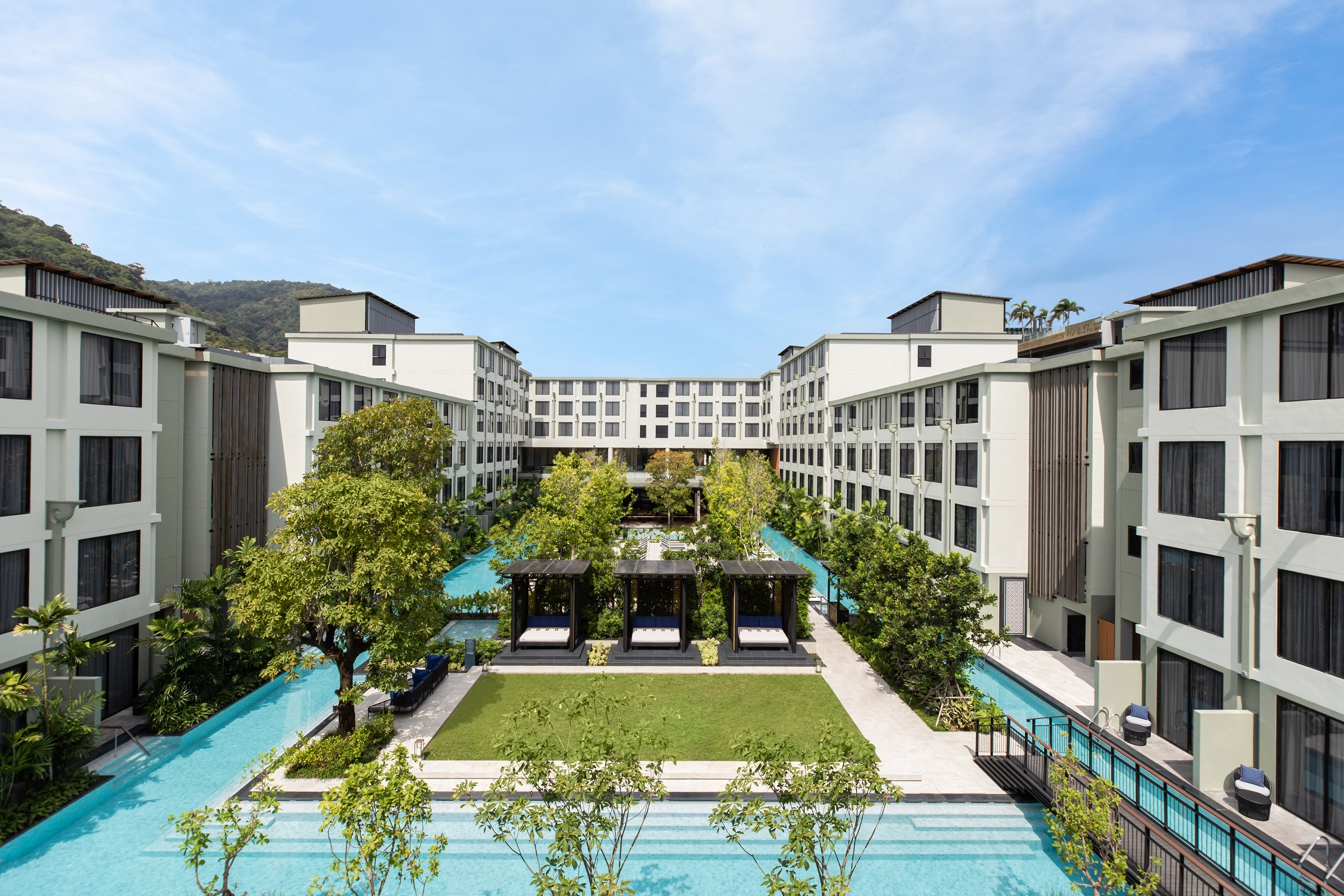 Four Points by Sheraton Phuket Patong Beach Resort_Courtyard_Pool.jpg