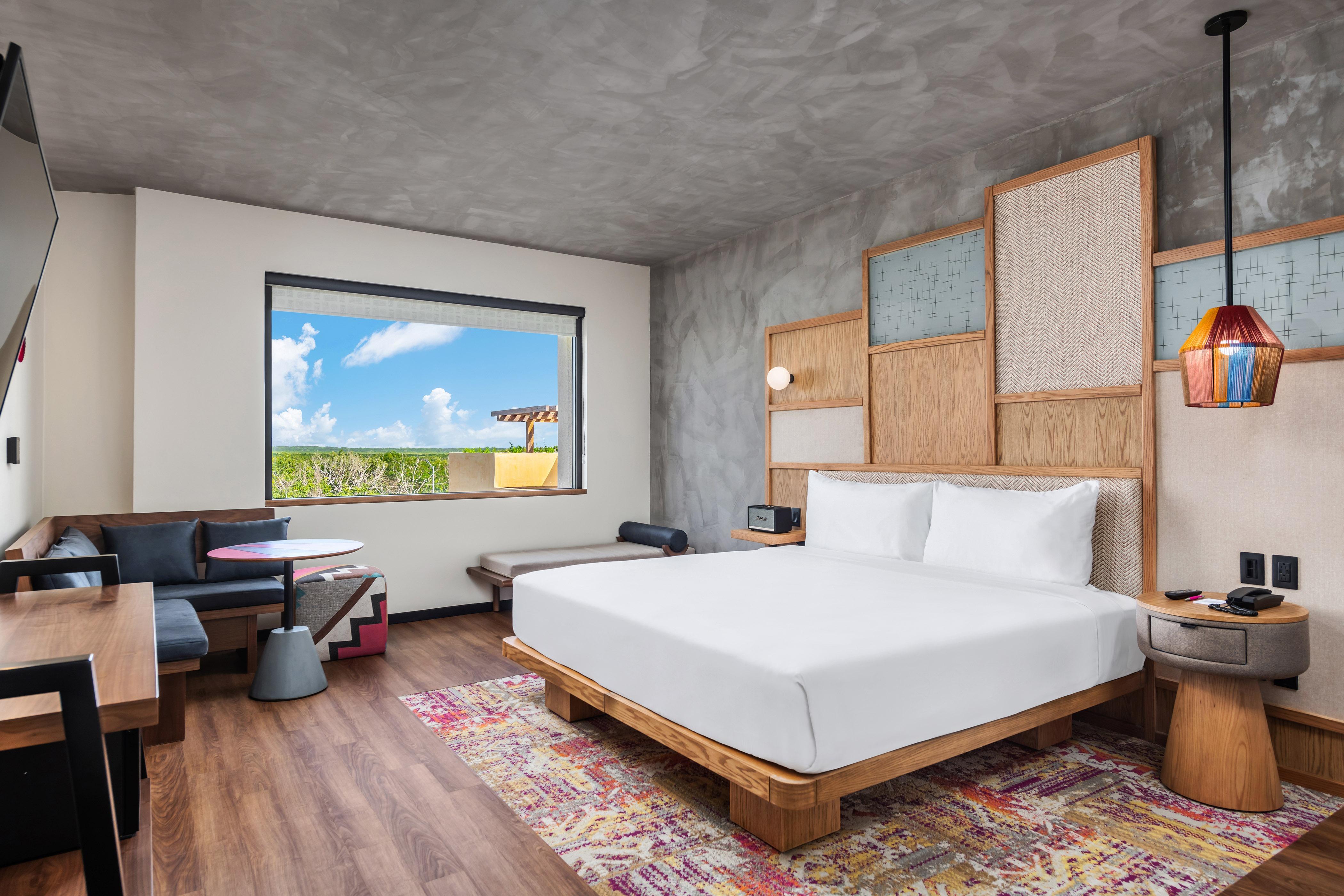 Guest room_king.jpg