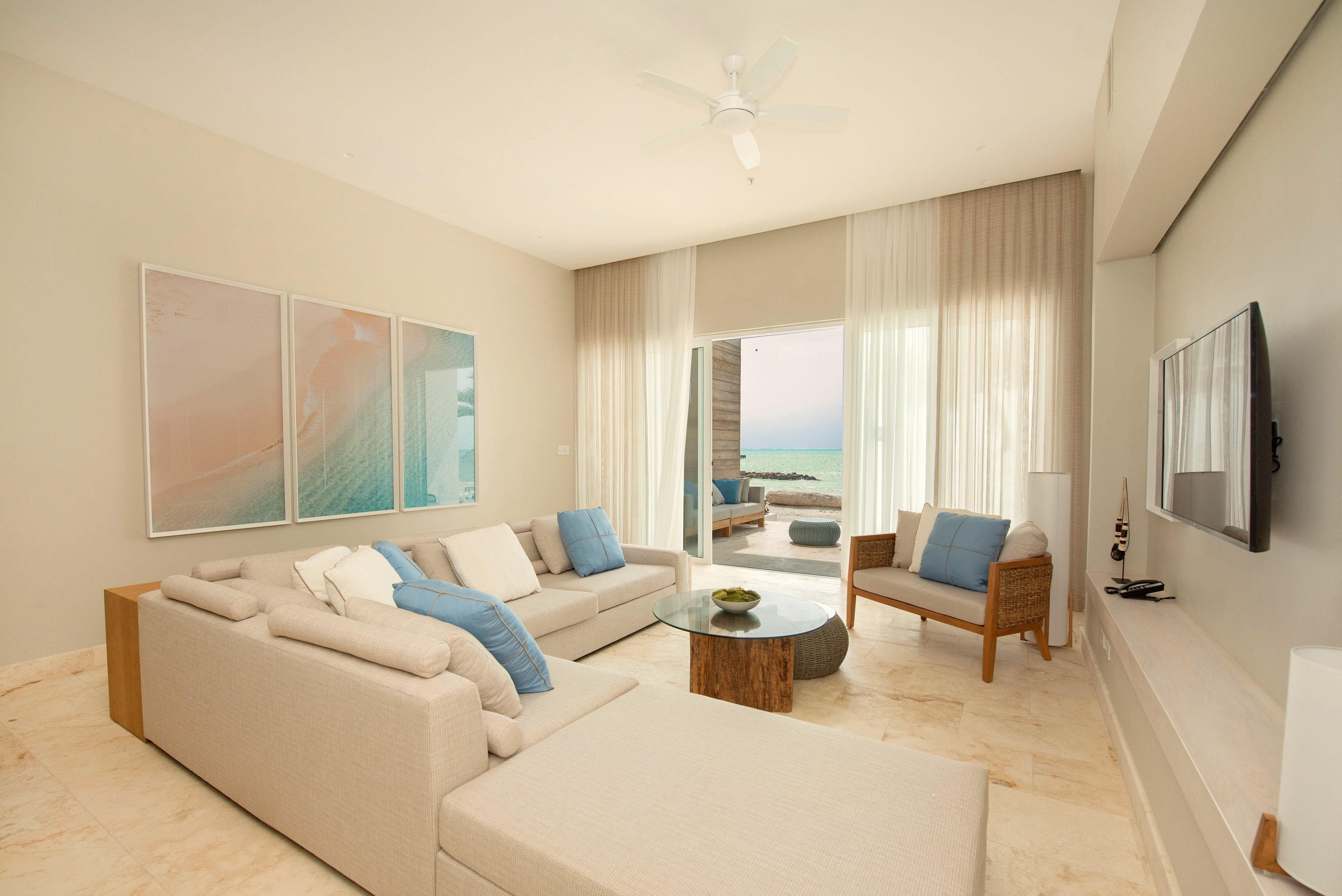 Villa LIving Room bluer[1].jpg