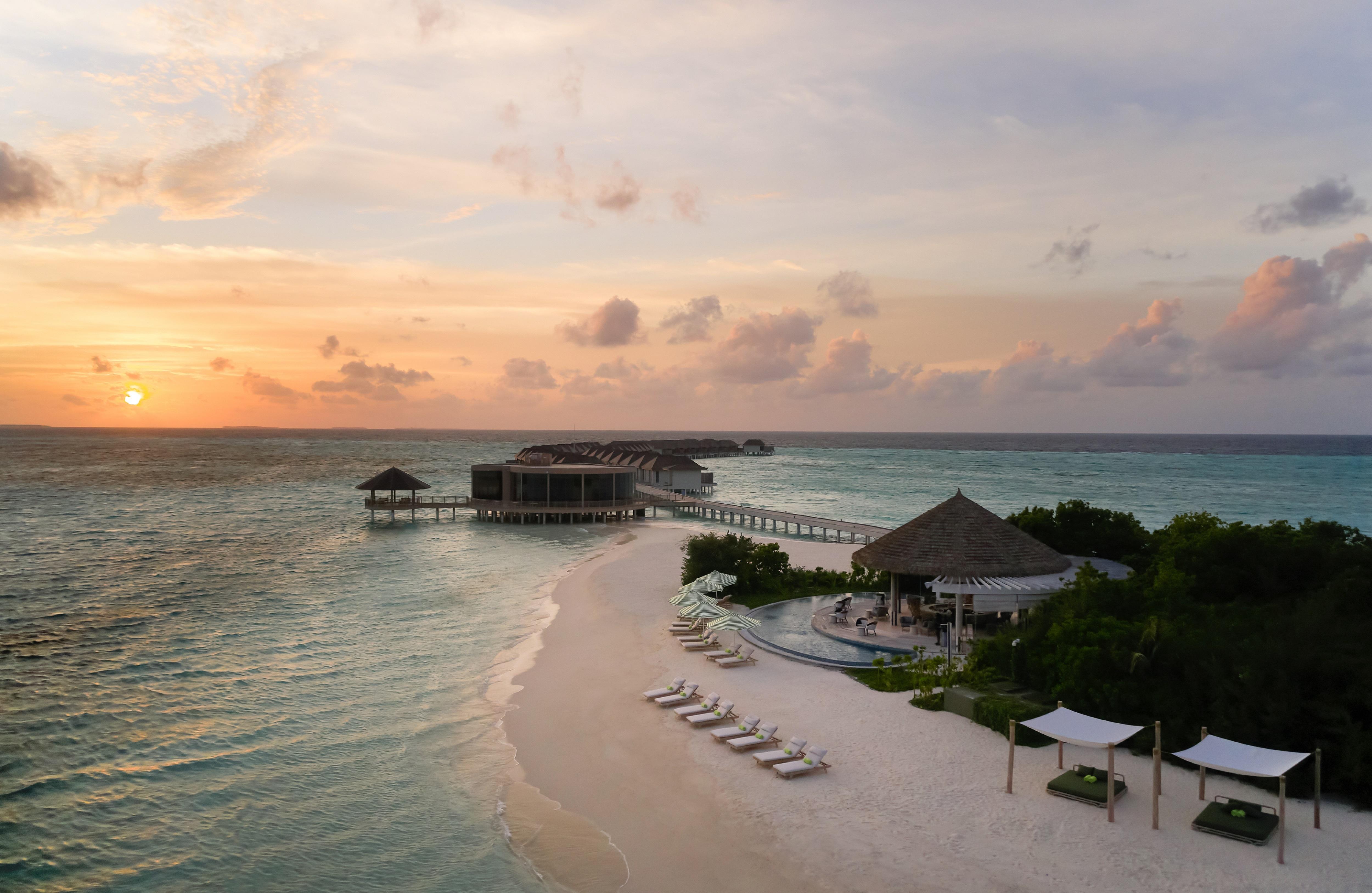 Le Meridien Maldives Resort & Spa_Sunset[61].jpg